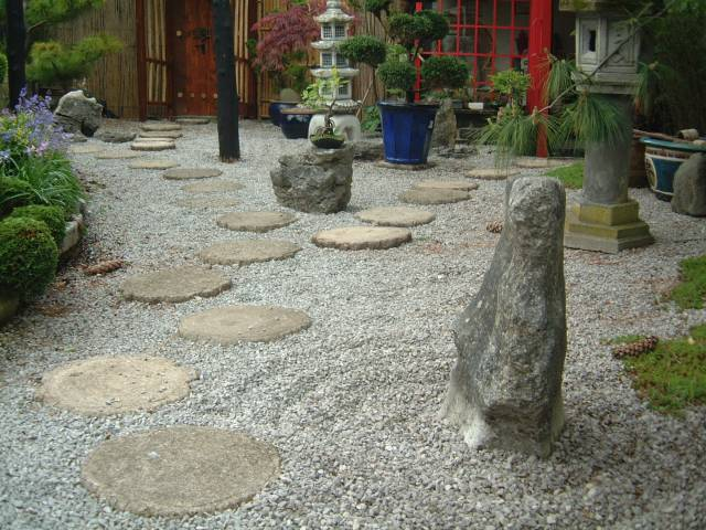 Japanese rock gardens for Jardin zen exterior
